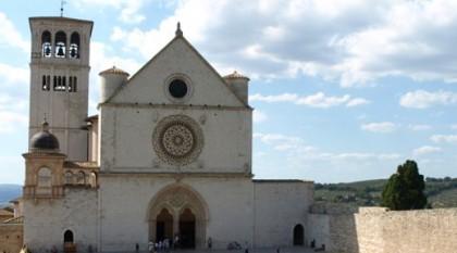 Fassade der Oberkirche San Francesco in Assisi