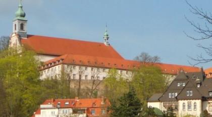 Blick auf das Franziskanerkloster auf dem Frauenberg