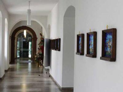 Entlang des Kreuzganges gelangt der Besucher in den Gäste- und Konventsbau.