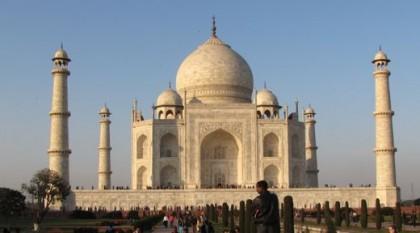 UNESCO-Weltkulturerbe Taj Mahal - Das Grabmal ist ein Touristenmagnet in Form einer Mosche.