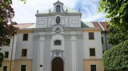 Fassade der Klosterkirche St. Anna