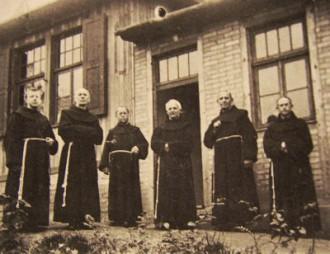 Die ersten Franziskaner 1918 in Holzhausen