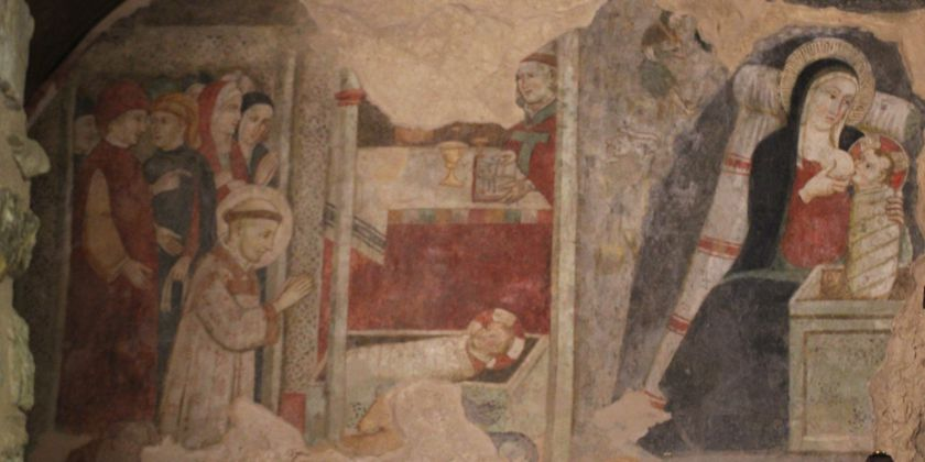 Fresco in der Mariengrotte. Franziskus betet das Christuskind an. Daneben Maria, die das Neugeborene stillt. Bild von Kerstin Meinhardt.