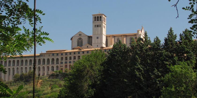 Gesamtansicht des Sacro Convento mit Oberkirche San Francesco.