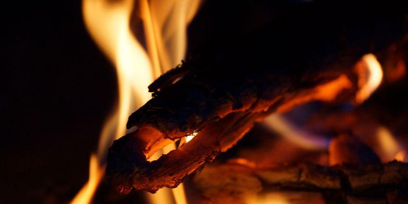 Feuer: Bild von Martin Jäger / pixelio.de