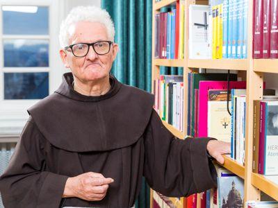 Bruder Berthold wird für sein umfangreiches Wissens rund um das Kloster und die Stadt Fulda geschätzt.