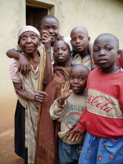 Eine Gruppe von AIDS-Weisen in Afrika.