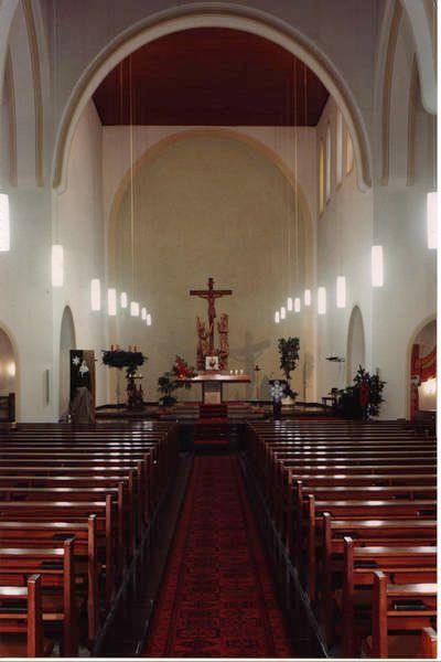Das Hauptschiff der neuromanischen Kirche Heilig Kreuz in Essen.