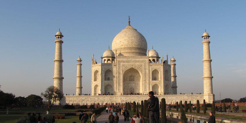 UNESCO-Weltkulturerbes Taj Mahal - Das Grabmal ist ein Touristenmagnet in Form einer Mosche.