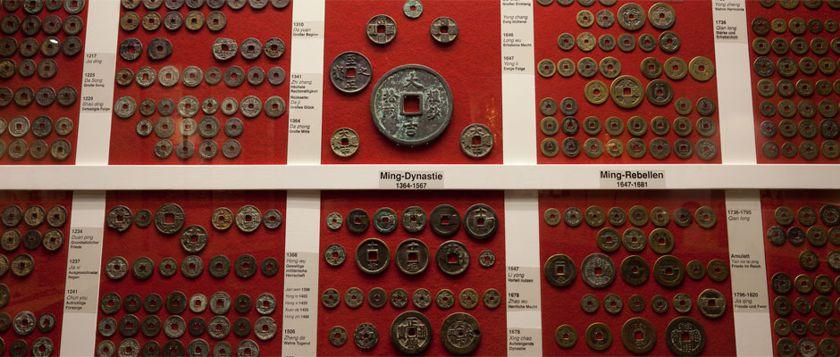 Eine besondere Kostbarkeit - die Sammlung chinesischer Münzen aus verschiedenen Dynastien.