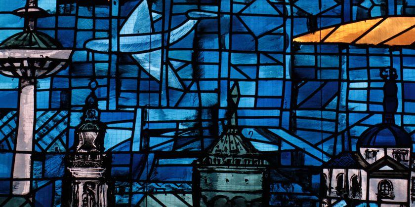 Ein eindrucksvolles Beispiel dafür, dass die Botschaft Gottes und ein erfülltes Gemeindeleben keine utopische Fantasie sind, sondern hier und heute geschehen und gelebt werden, zeigt sich in der Kirchenkunst der St. Bernhard Kirche der Neckarstadtpfarrei in Mannheim.