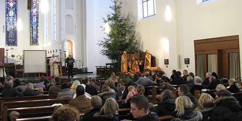 Gottesdienst in St. Barbara in der Weihnachtszeit.