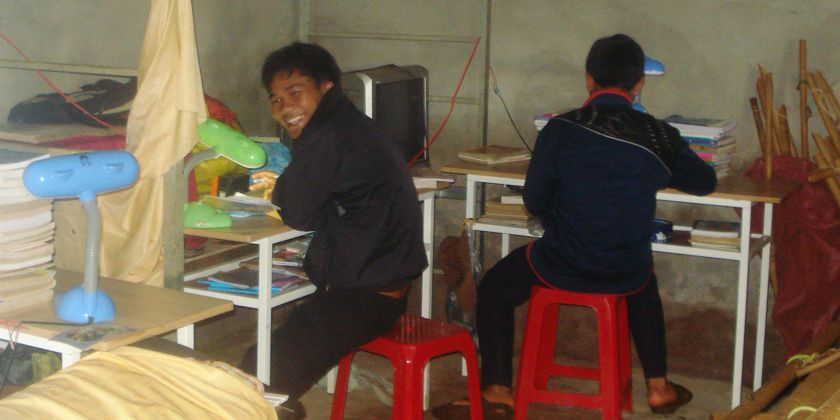 Schüler bei den Hausaufgaben, Foto: Trung Phat Nguyen ofm