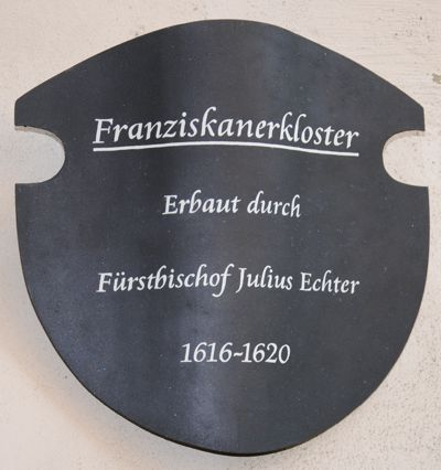 Gedenkplakette an der Klostermauer in Dettelbach