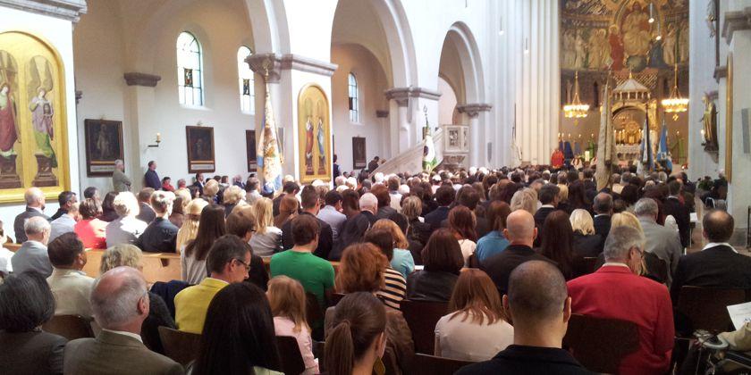 Gemeinde ist Gemeinschaft. (Gottesdienst in der Pfarrkirche St. Anna in München)