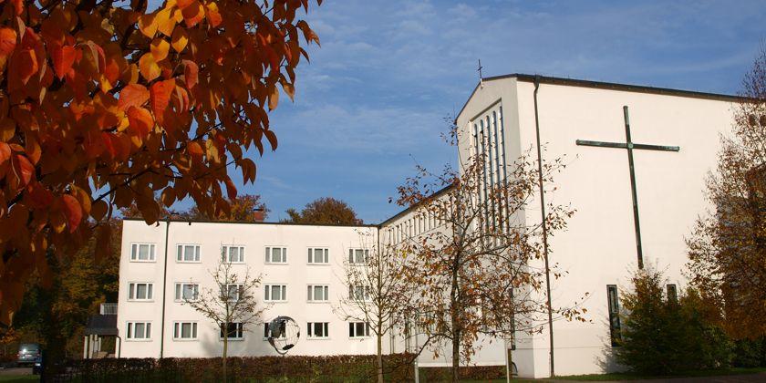 Einer der Gebäudeflügel des Kreuzburg Gymnasiums.