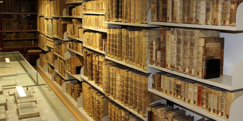 Historische Bestände, die in der Bibliothek in Paderborn aufbewahrt werden.