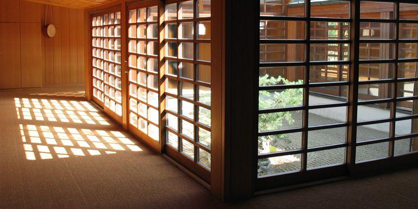 Im lichtdurchfluteten Zen-Bereich hat der Gast die Möglichkeit sich ganz auf das Wesentliche zu konzentrieren.