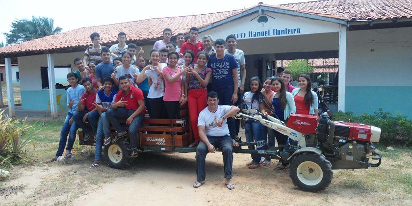 Die neueste Errungenschaft: ein Traktor. Finanziert mit Spendengeldern aus Deutschland