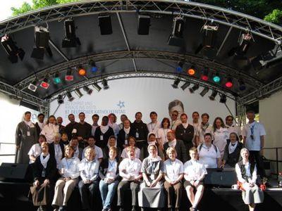 Ein Teambild der Franziskanischen Familie (Archivbild vom Katholikentag 2010). Sie auf dem Katholikentag 2016 in Leipzig. Bild von der Missionszentrale