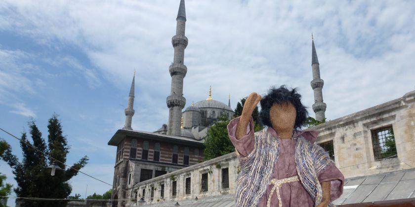 Franziskaner in der Türkei. (Unser Maskotchen Bruder Germanikus auf Reisen) Bild von Bruder Jürgen Neitzert während eines Istanbulbesuchs