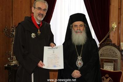 Bruder Pierbattista und Patriarch Theophilos. Bild von der Kustodie des Heiligen Landes.