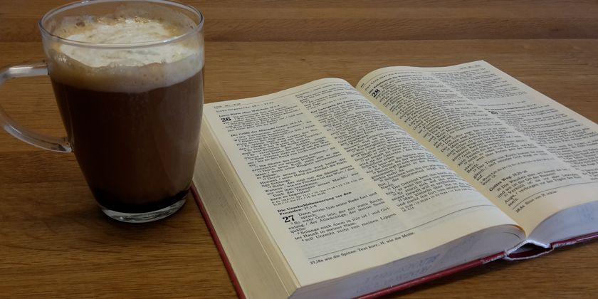 """Das Wort Gottes wirkt über die Liturgie hinaus in unseren Alltag hinein. """"Das Wort ist Dir nahe, es ist in Deinem Mund und in Deinem Herzen"""". (Brief an die Römer, 10.8)"""