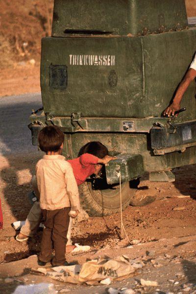 Kinder sind die leidtragenden religiöser und ideologischen Konflikte. Bild von Harald Schottner  / pixelio.de