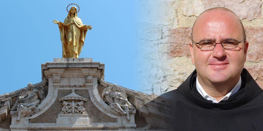 Die goldene Marienstatue auf der Basilika Santa Maria degli Angeli in Assisi / Bruder Thomas Freidel ofmconv