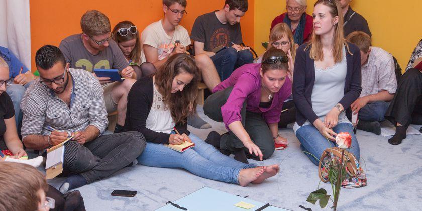 Gemeinsam den Glauben Feiern. Interreligiöses Gebet. Bild von KHG Hamburg