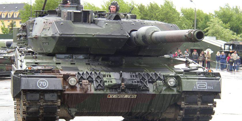 Ein Panzer wie dieser, gehört zu den Ausstellungsobjekten der Itec. Aufgrund seines Engagements hat das Bündnis erreicht, dass die KölnMesse den Veranstaltern der Militär- und Waffentechnik-Messe für 2018 eine Absage erteilt hat. Bild von Mario Büttner / pixelio.de