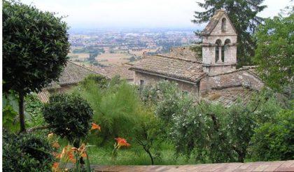 Blick auf die Kirche Santo Stephano. Ein besonderer Ort mitten in Assisi. Bild von Bruder Pascal.